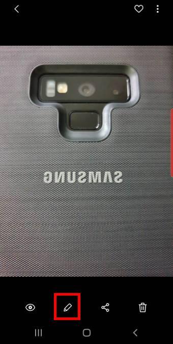 flip the mirrored photos on Galaxy S10