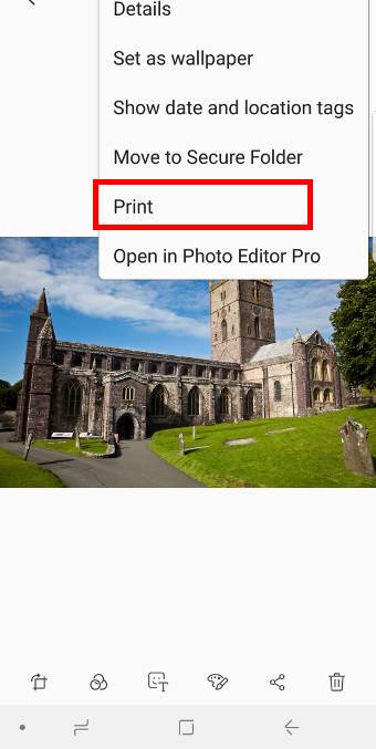 Usewireless printing on Galaxy S9 and S9+ to print a photo